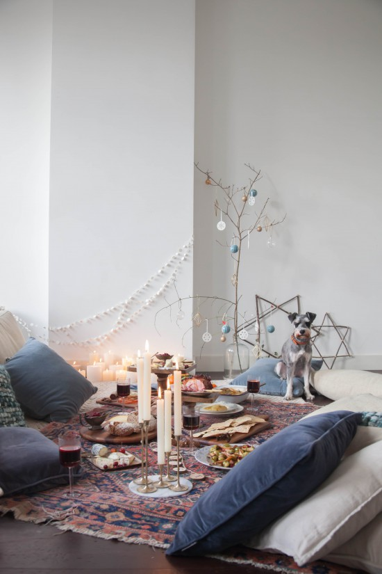 A Christmas Picnic by Avenue Lifestyle / Styling & Photography: Holly Marder (www.avenuelifestyle.com} / Recipes and Food Syling: Ajda Mehmet {www.ajdamehmet.com}