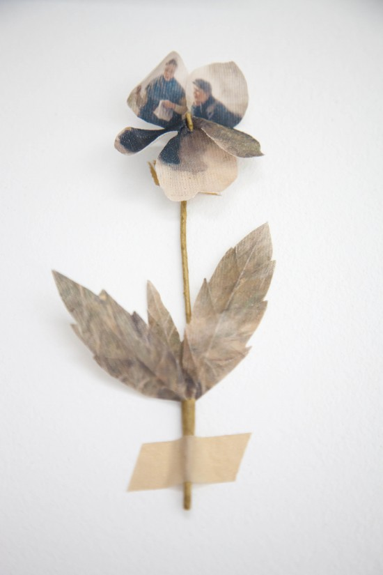Avenue Lifestyle Studio // Photography: Holly Marder / Textile flower by Puur Anders