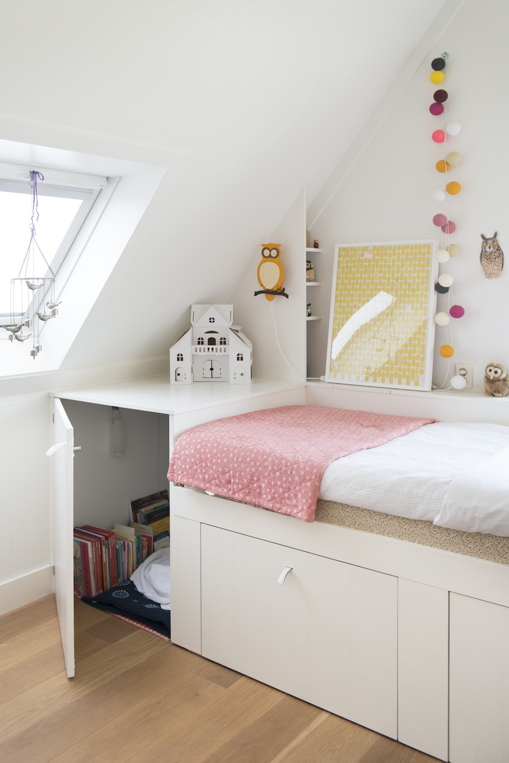 Beautiful Bedrooms for Little Girls - Avenue Lifestyle ... on Beautiful Room For Girls  id=20416